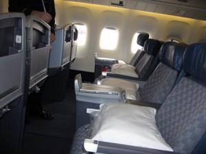 american airlines almohadas 300x225 American Airlines cobrará por almohadas en vuelos
