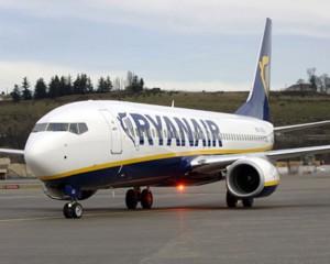 avión ryanair 300x240 Ryanair gana a easyJet