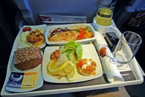airline food comida de avión 300x200 Continental Airlines cobrará comida en clase turista