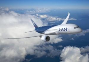 avion lan en vuelo baja temporada 300x211 Temporada Baja en LAN para Vuelos Nacionales