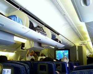 equipaje de mano 300x240 Aerolineas se comprometen a no cobrar por equipaje de mano
