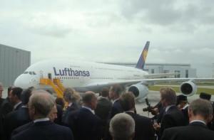 lufthansa A380 300x197 Lufthansa presenta oficialmente su primer A380