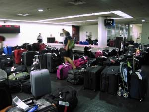 equipajes en aeropuerto 300x225 Las compañias aereas de USA ganan mas dinero por equipajes.