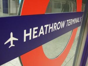 heathrow 300x225 Posible cierre de aeropuertos en Reino Unido debido a huelga de trabajadores