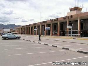 aeropuertoscusco 300x225 Por protestas se suspenden vuelos en aeropuerto de Cusco