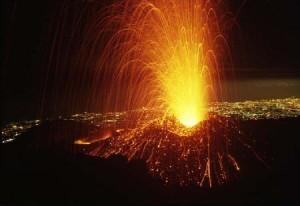 volcan etna 300x206 Reabren aeropuerto de Catania tras erupción