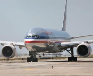 aterrizaje american airlines 300x246 Aterrizaje de emergencia en aeropuerto de Santiago