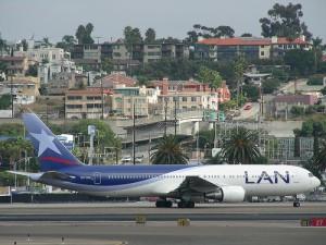 Avión Lan Peru vuelos cancelados 300x225 LAN Perú terminará con los vuelos entre Lima y Cartagena