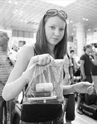 Líquido en aviones Europa continúa la restricción de llevar líquidos en el equipaje de mano