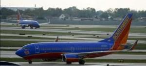 Southwest 300x137 Southwest cancela 300 vuelos tras romperse parte de la cubierta de un Boeing