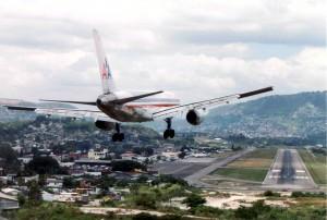 aeropuerto toncontin 300x202 Se normalizan vuelos en Aeropuerto Toncontín