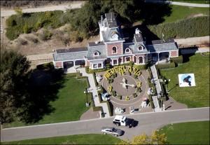 neverland1 300x207 A la venta pasajes para sobrevolar mansión de Michael Jackson