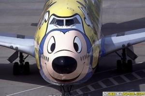 aerolineas con humor 300x199 El humor en las aerolíneas