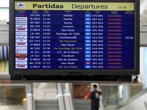 vuelos cancelados 300x225 Vuelos en Buenos Aires nuevamente alterados por cenizas