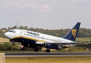 Ryanaair 300x208 Ryanair  elimina 21 rutas en aeropuerto de España