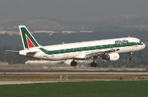 Alitaliaaaaaaaaaaaaa 300x197 Alitalia suma nuevo aviones a su flota