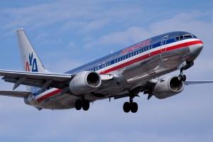 American.Airlines.Boeing.737 800.YUL .2009 300x200 American Airlines sumas más vuelos entre Miami y Kingston